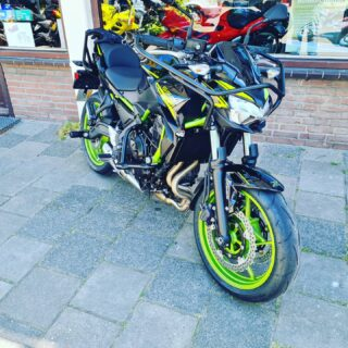 New player in town... 🏍💪👌 . . . #kawasaki #z650 #zseries #kawapower❤️😍🏍💨 #motor #motorrijden #motorbikes #motorles #motorlife #bikelife #awayoflife #whosnext #verkeersschoolderidder #scheveningen #mooiweertje☀️ 🏍😎👌