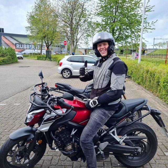 Lekker gedaan, Matthew! Mooi ritje laten zien en daarom verdiend geslaagd 👌🎉🥳 Nu op zoek naar een échte motor! 🏍😅😆🤣😂 . . . #kawasaki #z650 #z750 #z1000 #zseries #nextbike? #verkeersschoolderidder #scheveningen #motor #motorles #motorrijden #motorrijbewijs #motorbikes #avd #examen #cbr #zoetermeer #zilverstraat #geslaagd #hoogslagingspercentage #whosnext #bikelife #awayoflife