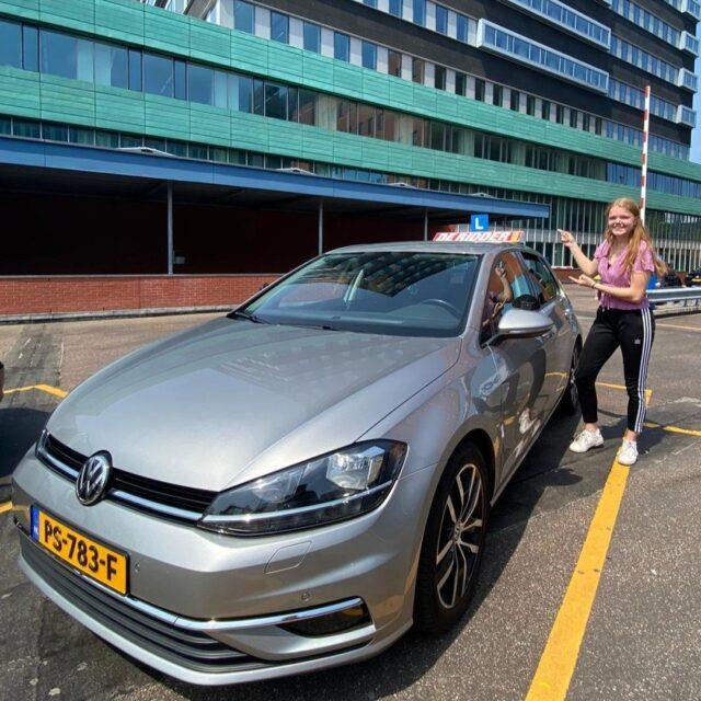 Gefeliciteerd Hannah!!   'Hannah is geslaagd voor haar rijbewijs! Van harte gefeliciteerd en veel veilige kilometers! Groet, Alan'
