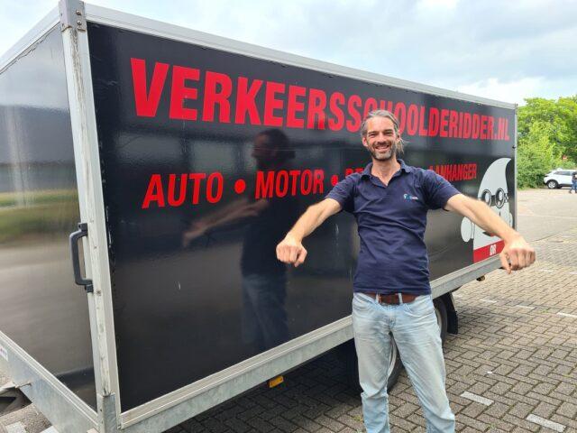 Gefeliciteerd Yannick!!🥳 In 1 keer geslaagd voor je BE rijbewijs! Wij wensen je veel veilige kilometers!