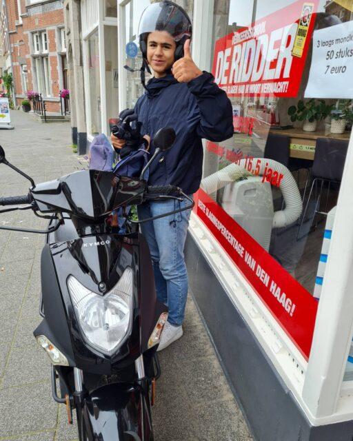 Abel, gefeliciteerd met je bromfiets rijbewijs! 🥳🎉🛵 In 1x geslaagd met complimenten van de examinator 👌 geniet ervan jongen en fijne vakantie! ...#verkeersschoolderidder #scheveningen #bromfiets #bromfietsles #bromfietsrijbewijs #am2 #scooter #scooterles #scooterrijbewijs #rijbewijsinthepocket🎉 #cbr #rijswijk #geslaagd