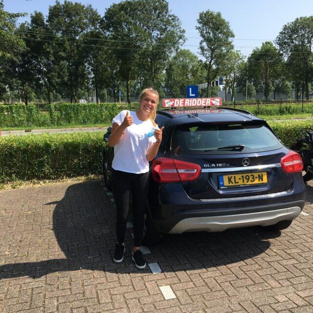 Gefeliciteerd Nina!!🥳 Het is je gelukt! Geslaagd voor je rijbewijs!!🚗 Heel veel plezier en veilige kilometers!!