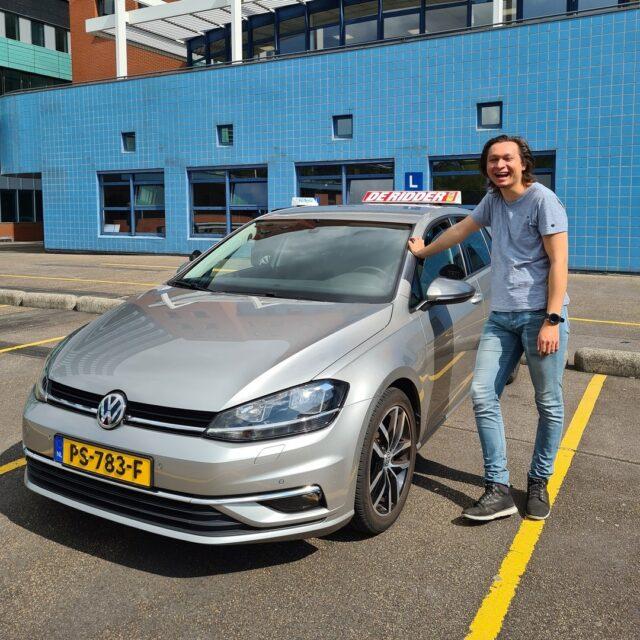 Gefeliciteerd Aschwin! In 1 keer geslaagd!!🥳 Veel plezier met je rijbewijs!